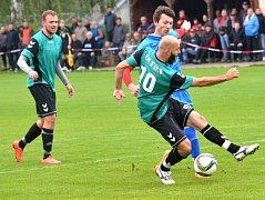 Fotbalisté Antonínova Dolu (v zelených dresech) mockrát v sezoně nepohráli. Doma s vedoucím Humpolcem B ale krok neudrželi.