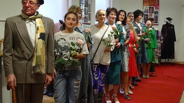 Módní přehlídka, která byla součástí vernisáže nové výstavy v Univerzitním centru Telč.