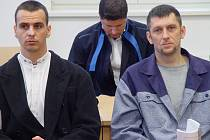 Martin Foltýn (vlevo) a Roman Motičák u soudu.
