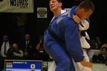 Jihlavský judista Lukáš Krpálek (vzadu) ve hmotnostní kategorii do 100 kg nemá na českých tatami mezi juniory konkurenci.