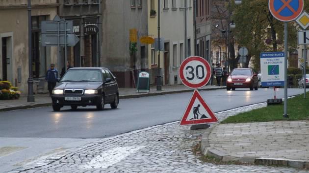 Po nové silnici se budou moci už po neděli projet řidiči jedoucí přes Polnou od náměstí směrem na Jihlavu.