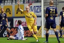 Jihlavští fotbalisté (na snímku Václav Koloušek krátce po své brance) sahali v Olomouci po třech bodech, v posledních sedmi minutách ale ztratili vše.