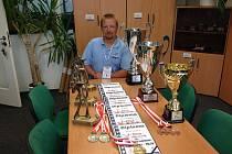 Karel Kobliha si z polského mistrovství přivezl medaile i poháry za získané úspěchy.