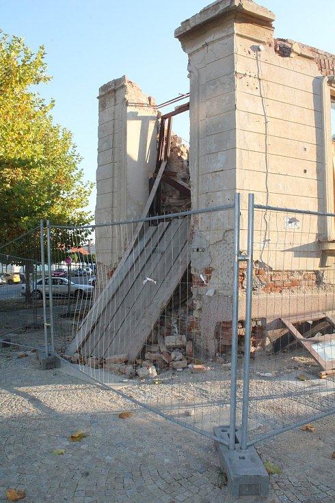 To, co zbylo po kdysi vyhlášeném Hotelu U Nádraží v Telči.