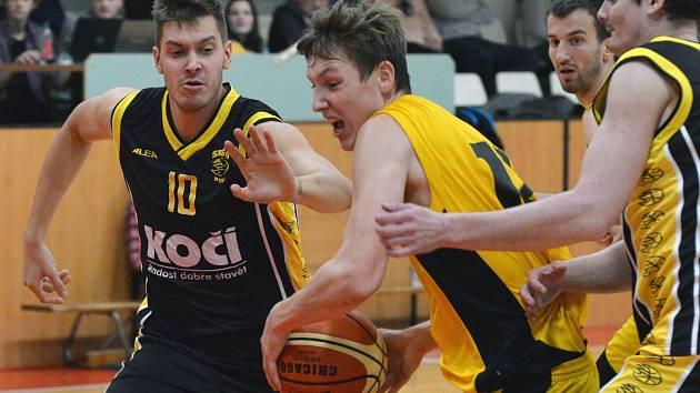 Těmi jsou bezesporu jihlavští basketbalisté (s míčem Petr Knetl). V sedmi hráčích totiž udolali Nymburk B.