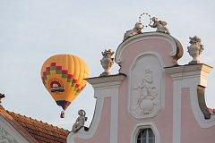 Horkovzdušné balony startovaly 25. srpna z telčského Náměstí Zachariáše z Hradce.
