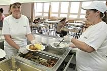 Kuchaři ze školní jídelny základní a mateřské školy ve Velkém Beranově se už potřetí dostali do finále soutěže o nejlepší školní oběd.