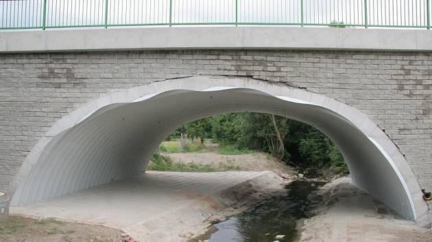 Opravovaný most ve Vilémově.