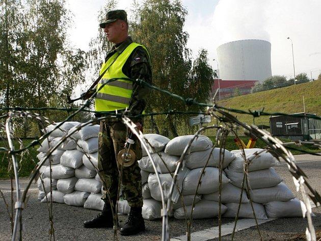 Při napadení by rota aktivní zálohy pomohla zabezpečit vnější ochranu jaderné elektrárny.