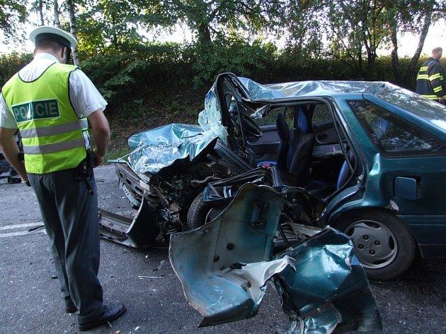 Dopravní nehoda zablokovala v sobotu v podvečer na dvě hodiny úsek silnice mezi Jihlavou a  křižovatkou na Kostelec a Pelhřimov.