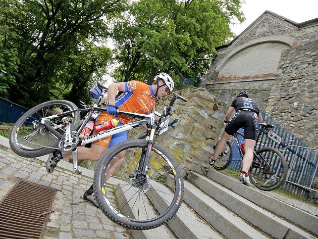 Trať Jihlavské 24 MTB je pro diváky i závodníky atraktivní, protože vede centrem města. Nechybí ani úsek přes hradební parkán.