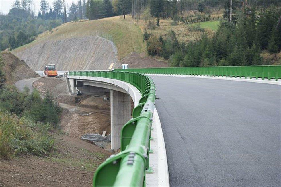 Dělníci zpoždění stáhli a první řidiči se po obchvatu Velkého Beranova projedou 30. října.