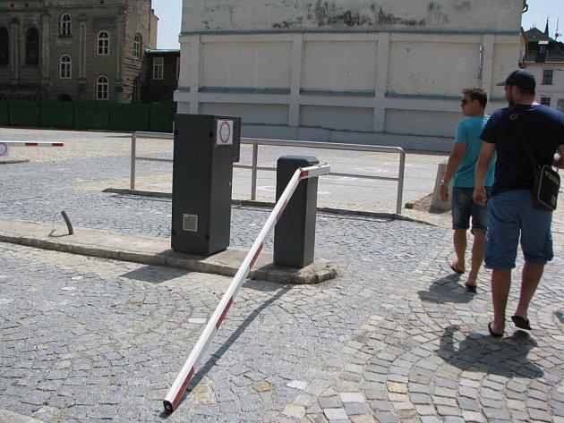 Na zcela nové parkoviště v jihlavské Křížové ulici v blízkosti centra zaútočil neznámý vandal.