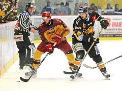 V prvním domácím utkání v baráži Dukla udolala Litvínov v samostatných nájezdech.