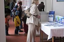 Návštěvníci veletrhu se mohli seznámit s jednotlivými zaměstnavateli přímo u stánků.