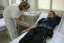 Dobrovolníky teď na podzim hledají hlavně nemocnice jako náhradu za odborný personál. Ilustrační foto