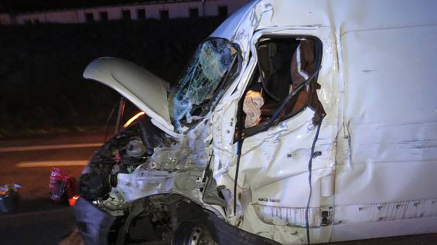 U Jihlavského tunelu se střetla dodávka s kamionem. Nehoda si vyžádala zranění.