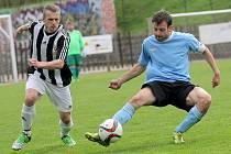 Favorit vyhrál. Fotbalisté Bedřichova (vpravo Dalibor Mašek) podlehli Ledči 0:2.