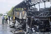 Na dálnici D1 kompletně shořel autobus Student Agency.