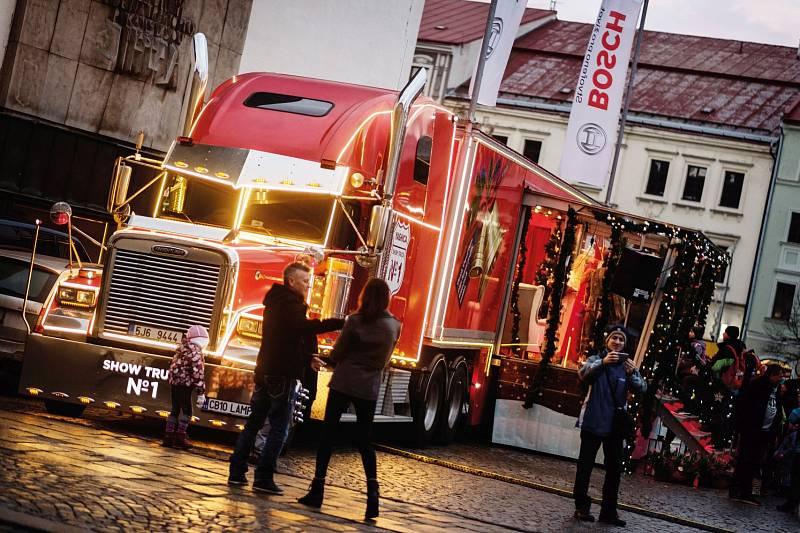 """Fotoreportáž z průběhu vánoční a charitativní akce """"Bosch svařák"""" ze dne 7. prosince 2018. Akci pořádala firma Bosch Diesel s.r.o. Jihlava, celkový výtěžek dosáhnul částky 280 tisíc Kč."""