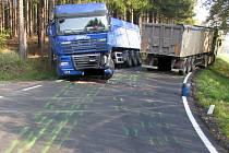 Pořádný rámus nadělala srážka dvou nákladních automobilů u Dobronína na Jihlavsku.
