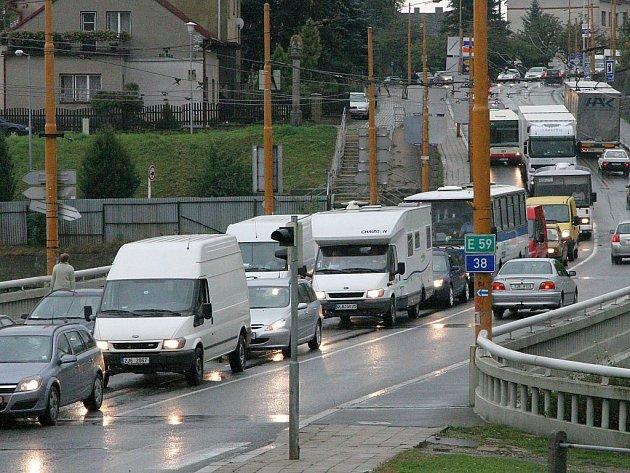 Výstavbu dalších kruhových objezdů město neplánuje. Plynulejšího provozu se tak jihlavští řidiči dočkají až po otevření obchvatu. Otázkou zůstává, jak se situací v centru zamíchá otevření CityParku.
