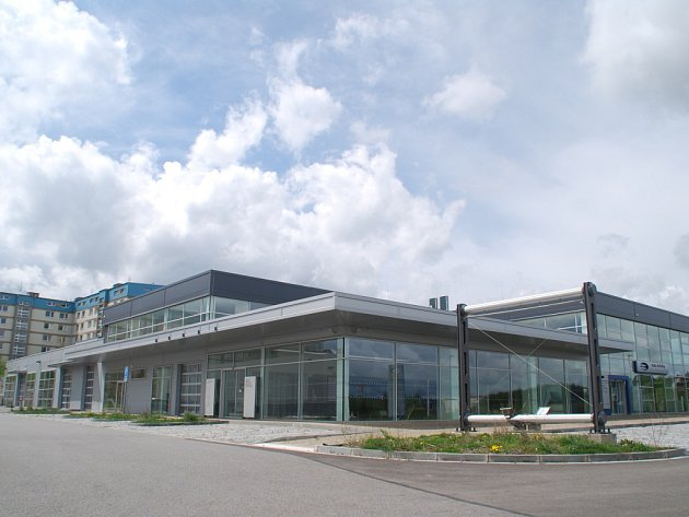 Velkorysý areál. Před třemi roky otevřela firma velký prodejní a servisní areál za nemocnicí v Jihlavě. Policejní vyšetřování se rozběhlo zanedlouho poté, na začátku roku 2014.