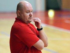 Trenér BC Vysočina Petr Pešout bude v těchto dnech napjatě sledovat, jak si budou na vrcholných turnajích počínat hráči výběrů U14 a U11.