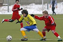 Mladíci Jihlavy (ve žlutém) si po jasné výhře nad Znojmem smlsli i na Štěpánovu, kterému dali jedenáct gólů.