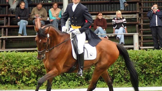 Páteční program byl věnován drezurním zkouškám. Tu se svým koněm Elánem 3 bravurně zvládl také Pavel Březina (nasnímku).