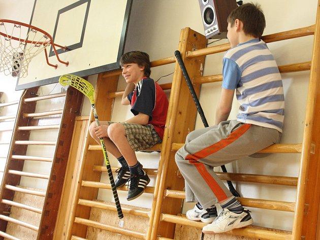 Ze zájmových kroužků u současných dětí bodují hlavně různé sportovní aktivity – od florbalu přes stolní tenis až k tanci. Naopak počítače či výtvarné kurzy příznivce ztrácejí.