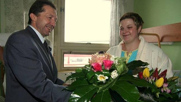 Prvním dítětem Jihlavy je letos Ema Plívová. Maminka Emy přebrala od primátora několik dárků. Peníze však  jihlavská radnice od letošního roku nedává.