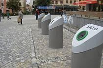 Na tříkubíkové velkoobjemové kontejnery na papír, plasty a sklo si obyvatelé a návštěvníci Jihlavy zatím nezvykli, co se týká jejich využití. Kontejnery na Masarykově náměstí obvykle bez zájmu míjí.