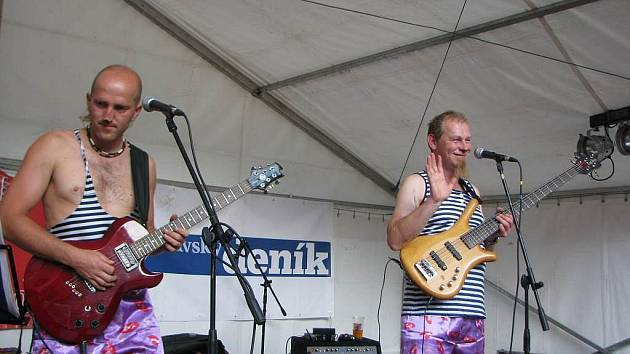 V programu Kulturního léta nechyběla ani kapela Můj milý deníčku. Na snímku dva muzikanti z tříčlenné skupiny.
