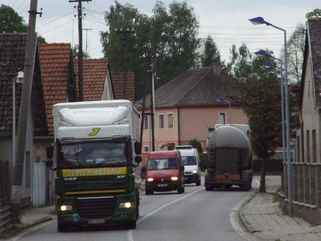 Dopravní tepna z Jihlavy do Znojma. Ilustrační foto.