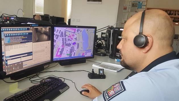 Služba na integrovaném operačním středisku patří mezi nejnáročnější služby v rámci policie, na Vysočině zaměstnává 38 policistů.