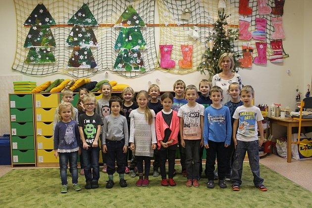 Na fotografii jsou žáci 1.Atřídy jihlavské základní školy Havlíčkova. Do této třídy nastoupilo vzáří 19prvňáků. Jejich třídní učitelkou je Petra Dubová.