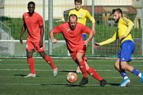 V úvodním kole nového divizního ročníku doma nestačili fotbalisté Staré Říše (v červeném) na Břeclav, které podlehli 1:3.