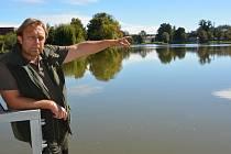 Pavel Nechvátal u Štěpnického rybníka.