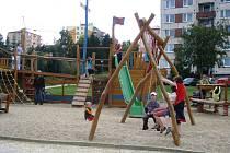 O nová hřiště je mezi dětmi z Jihlavy velký zájem. Loď na Březinkách je stále v obležení.