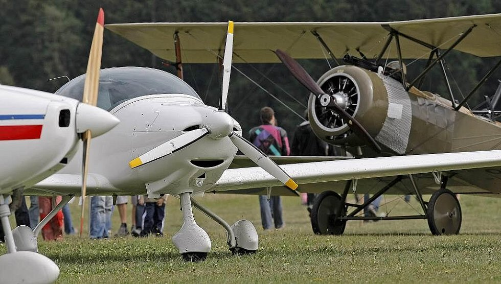 Historické stroje i moderní proudová letadla. To všechno během obou víkendových dnů nabídl jihlavský letecký den.