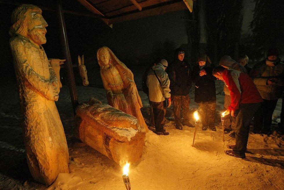 Svíčku s sebou mělo 243 osob.