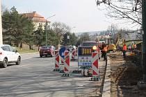 V pondělí byly zahájeny práce na budování nové zastávky v Hradební ulici. Zatím se pracuje na straně silnice vedoucí k City Parku.