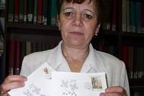 Poštovna Jihlava v Komenského ulici začne úderem osmé hodiny prodávat sběratelům i milovníkům kuriozit orazítkované obálky a korespondenční lístky s přítiskem dvou čtyřlístků, stylizovaných v datové symbolice osmi osmiček.