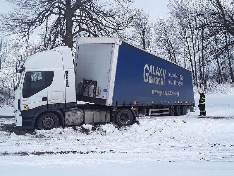 Nehoda u Nového Města na Moravě.