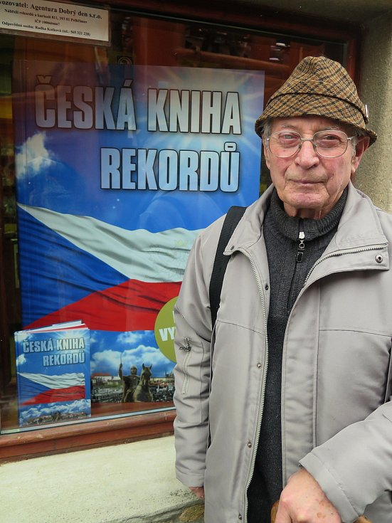 Všeuměl František Vacek z Polné slaví osmdesát let. Foto: Martin Vacek