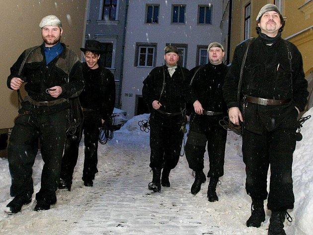 V zimě mají kominíci práce až nad hlavu