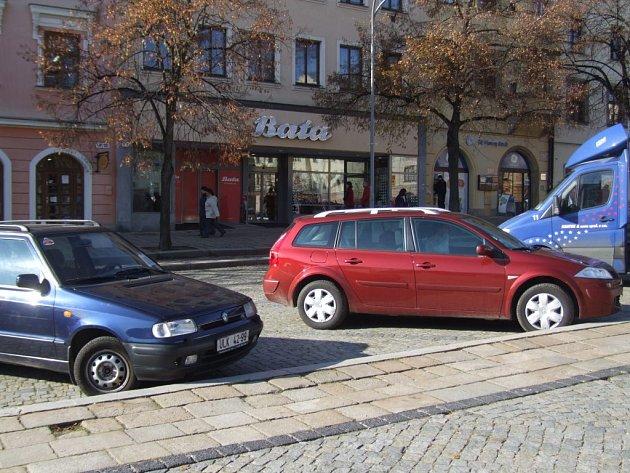 Prostor na Masarykově náměstí před prodejnou Baťa
