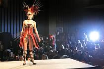 Indiánský styl. Na soutěži Mladý módní tvůrce byla k vidění řada zajímavých modelů.