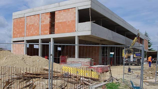 Stavební podniky v kraji vykázaly v letošním prvním čtvrtletí pokles výroby o 34,5 procenta. Ilustrační foto.